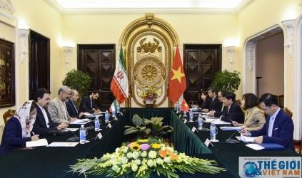 Thứ trưởng Ngoại giao Nguyễn Quốc Cường hội đàm với Người đồng cấp Iran